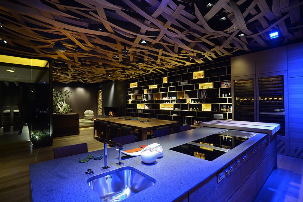Illuminare la cucina del ristorante sicurezza e funzionalità